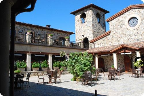 jacuzzi courtyard