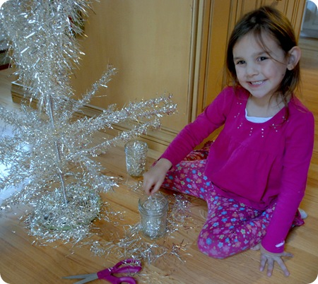 trim tinsel tree