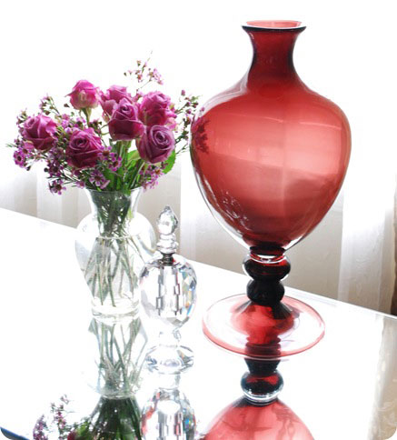 aubergine urn