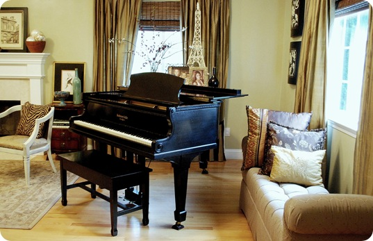 cg living room piano