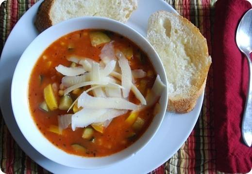 minestrone with bread