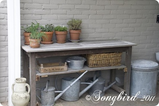 songbird garden table