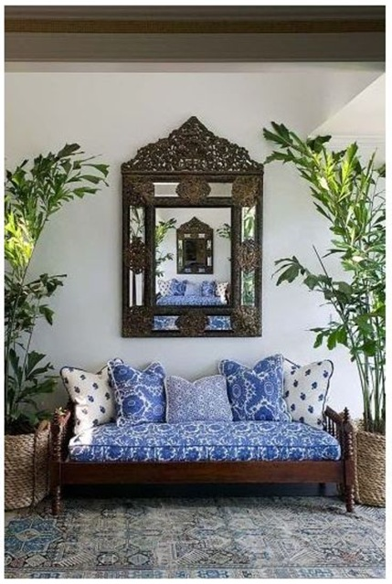blue and white daybed decorpad