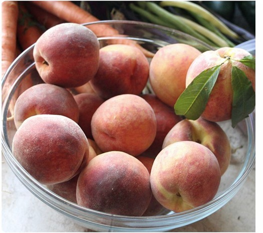 bowl of peaches