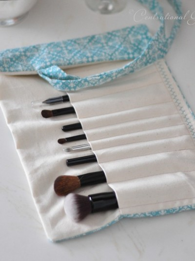 blue-makeup-brush-holder-cg.jpg