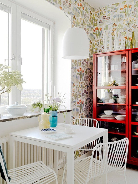 floral wallpaper in kitchen