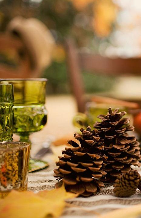 pine cone table decor