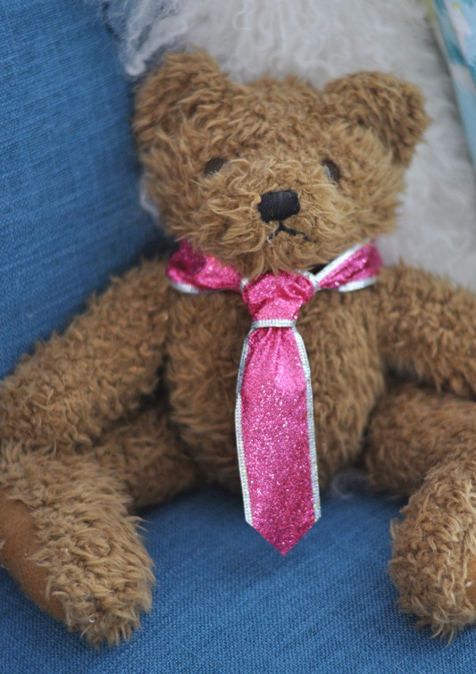 bear with pink tie