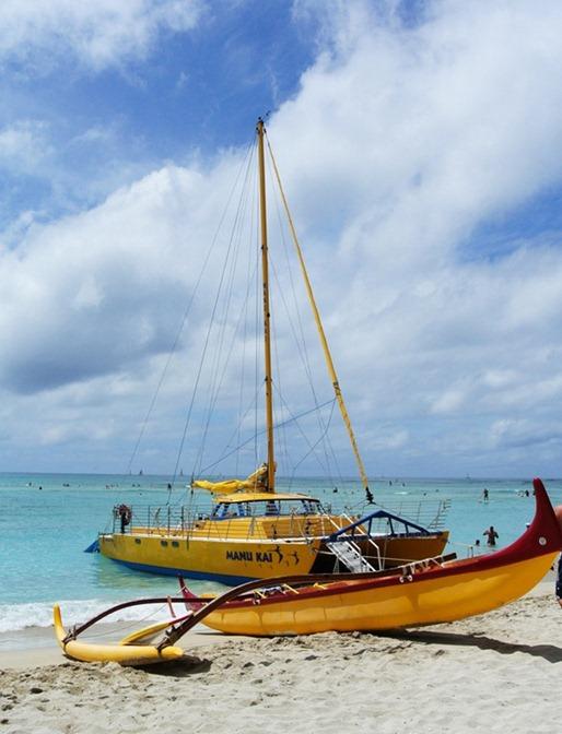 boats-at-waikiki-beach