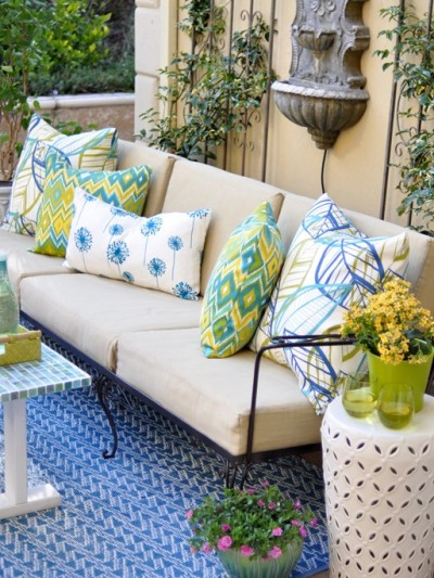 outdoor-pillows-on-sofa.jpg