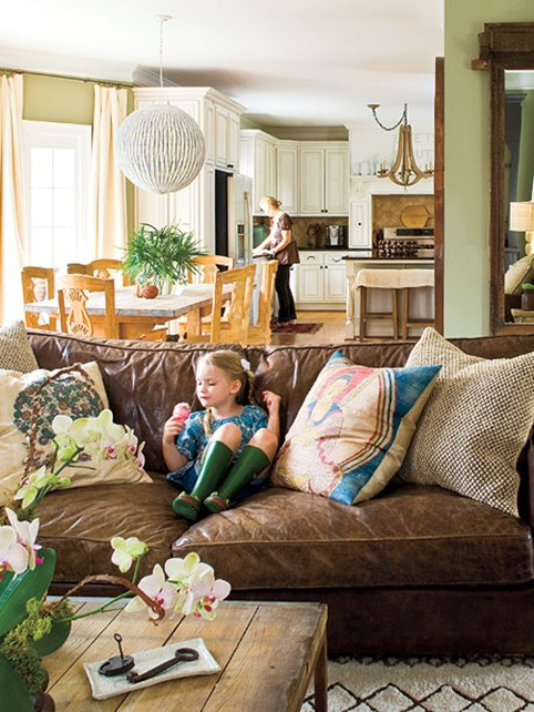 Decorating around a leather sofa centsational girl for Leather sofa family room