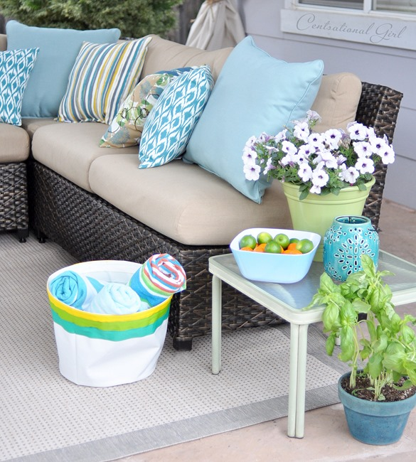outdoor sectional and end table