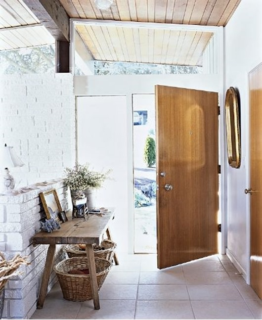 mixed wood tones in entry