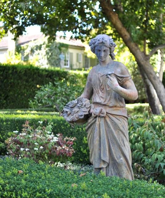 statue at chateau st jean