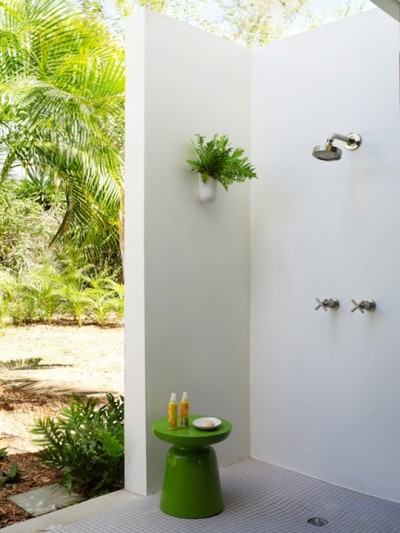 corner-outdoor-shower_thumb.jpg