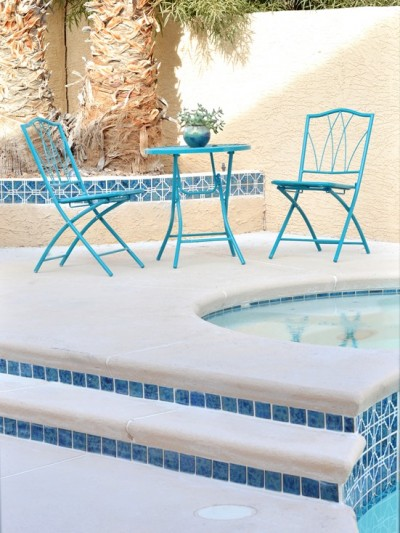 pool-steps-and-spa.jpg