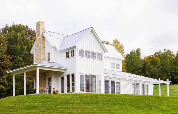 Modern farmhouse style centsational style for Modern farmhouse exterior