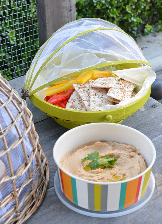 crackers and hummus