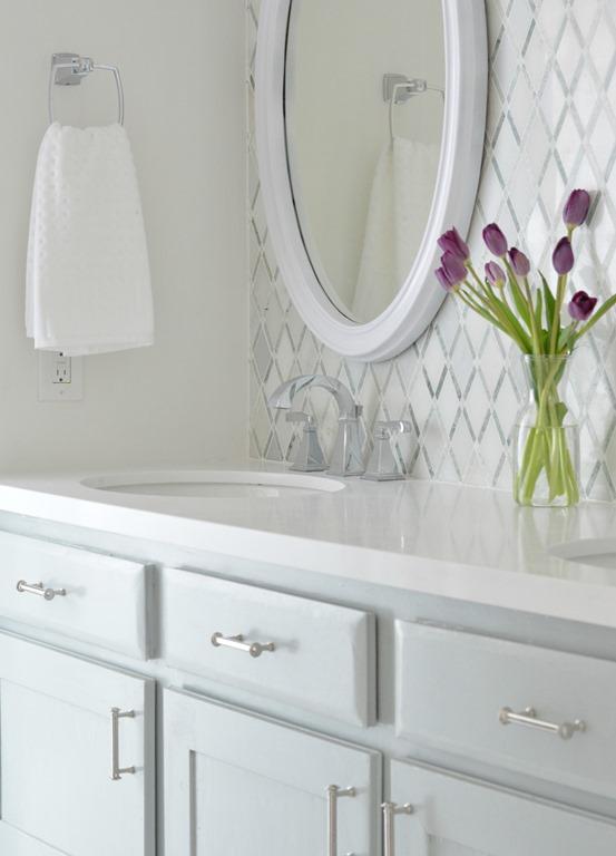 Vanity Lights Over Oval Mirror : Master Bathroom Vanity Makeover Centsational Girl