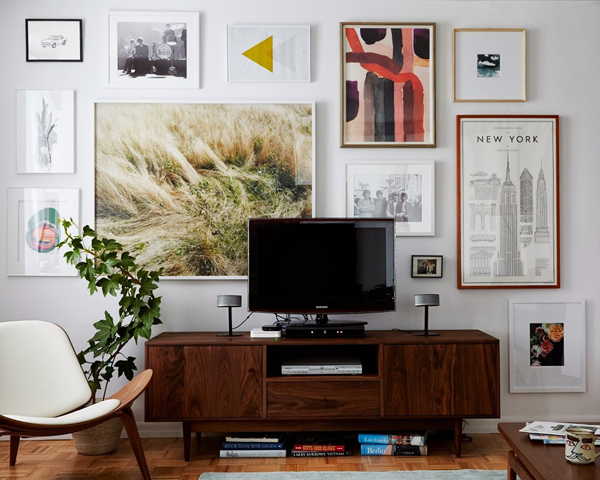wall gallery behind tv