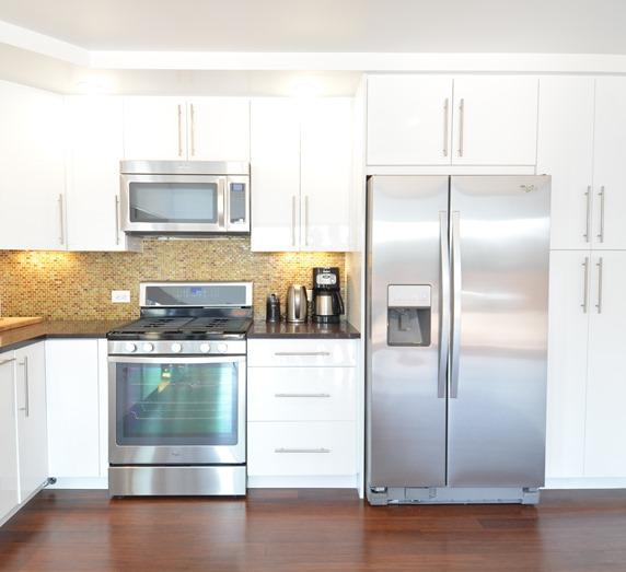 white kitchen sandalwood glass tile backsplash