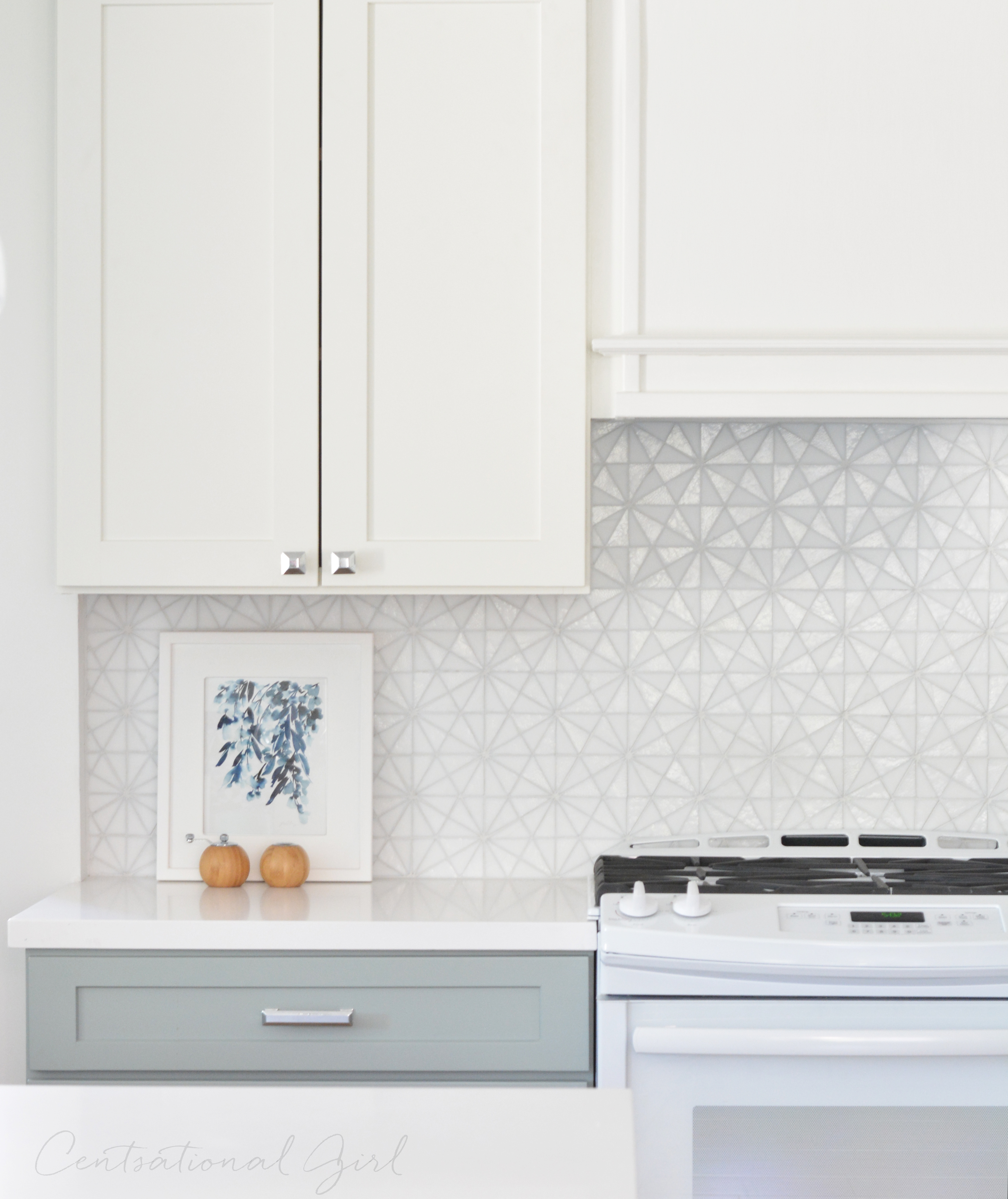 White upper kitchen cabinets gray lower glass tile backsplash - Glass tile backsplash pictures ...