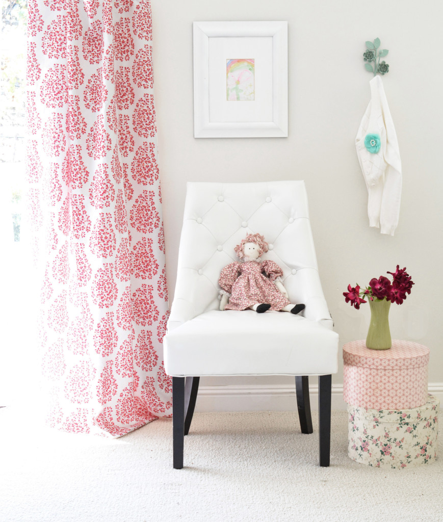 girls room painted paisley curtain