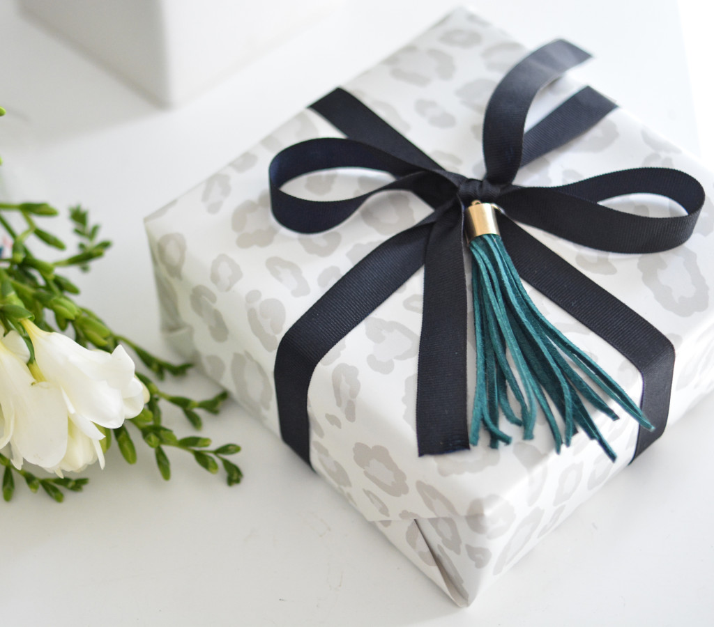 diy tassel gift topper
