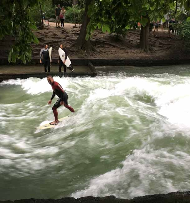 eisbach surfer