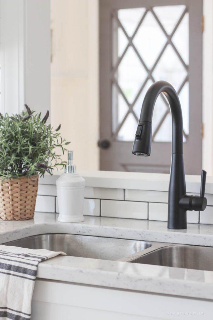 black-faucet