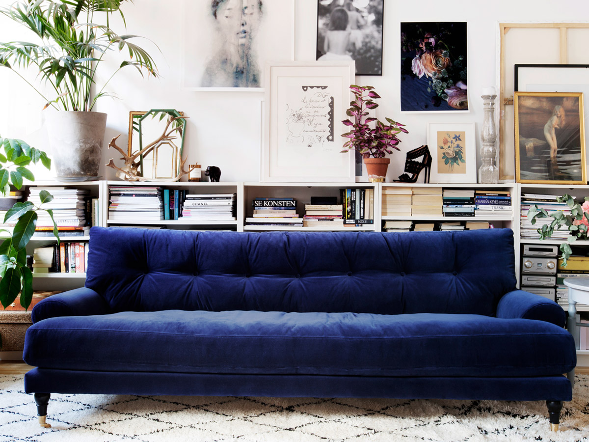 Velvet sofas centsational girl for Blue couch living room