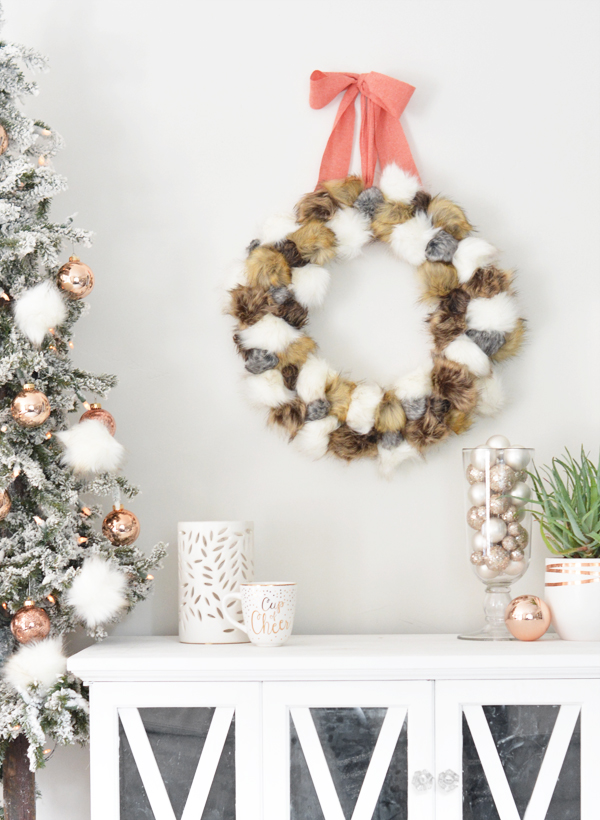 diy-faux-fur-pom-pom-wreath