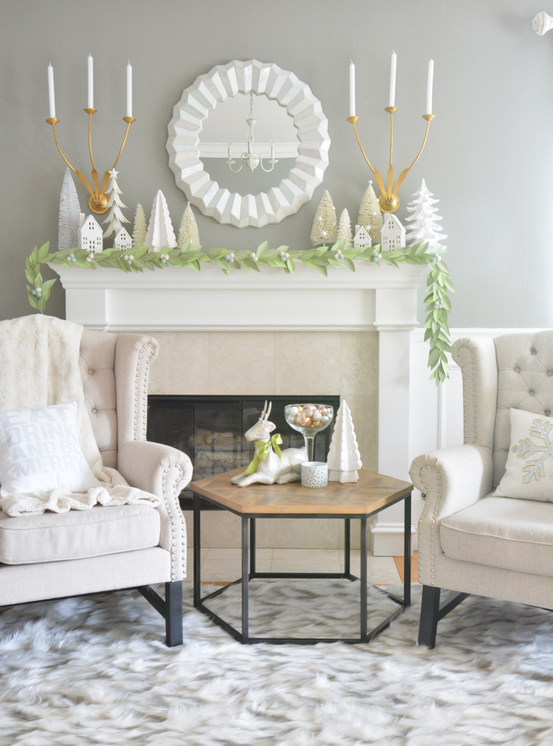 leaf-garland-on-mantel