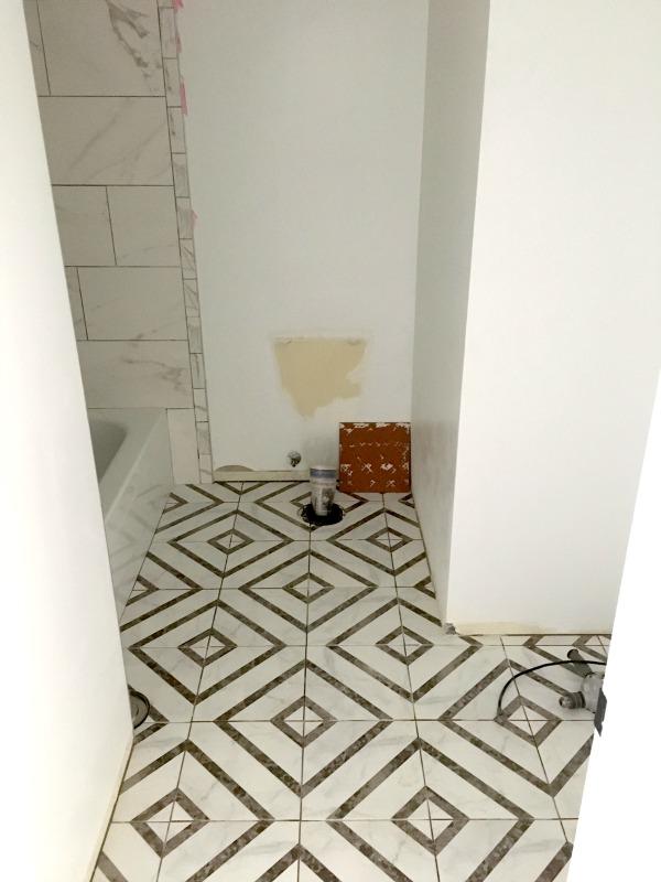 Tile Pattern Using Smooth And Textured Kitchen Backsplash
